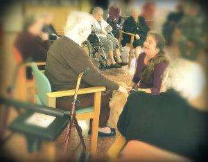 Sesiones terapia reminiscencia en residencia geriatrica en Siero